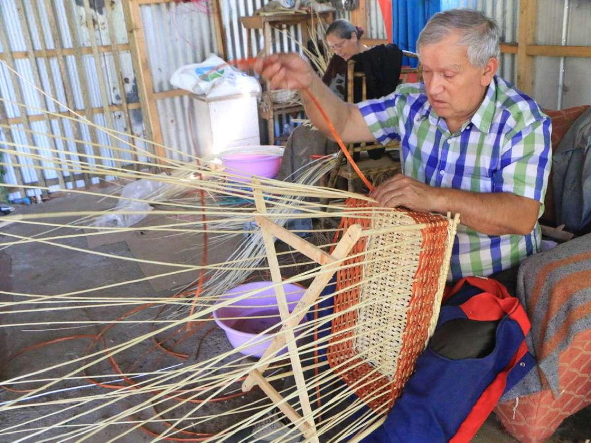 Ferias Virtuales de Artesanía culminan con el trabajo de artesanos en mimbre de Coihueco