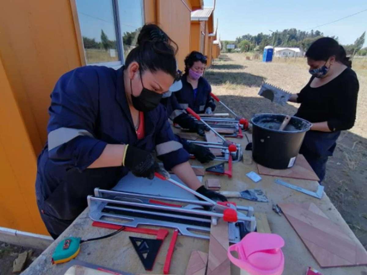 Nueve ñublensinas se capacitaron en oficio de ceramista con apoyo de CChC Chillán y Seremi de la Mujer y Equidad de Género