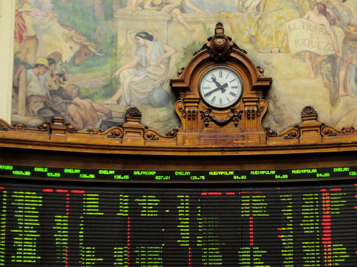Bolsa de Santiago abre con su mayor caída en 14 meses y perdiendo todo lo ganado en 2021