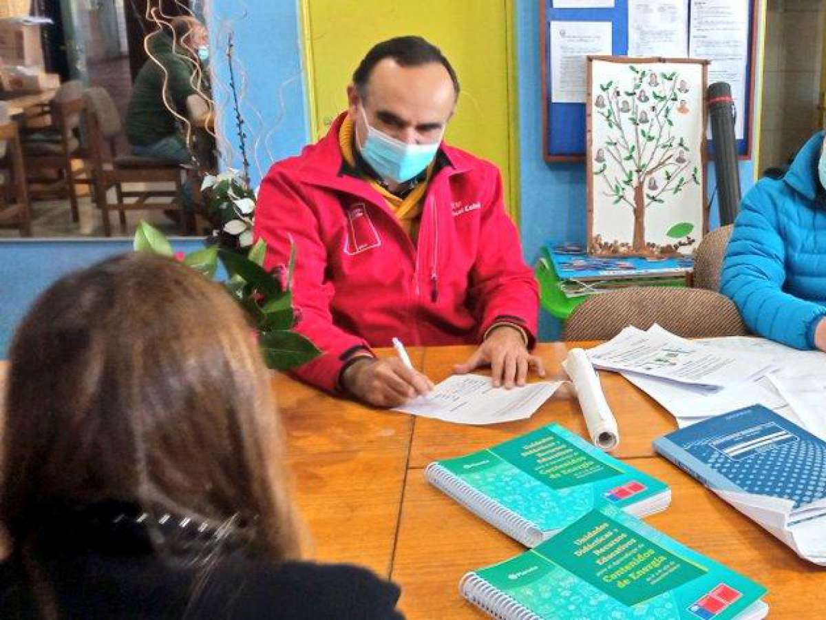 Entregan material pedagógico a escuela de Coihueco para aprendizaje de contenido de energía
