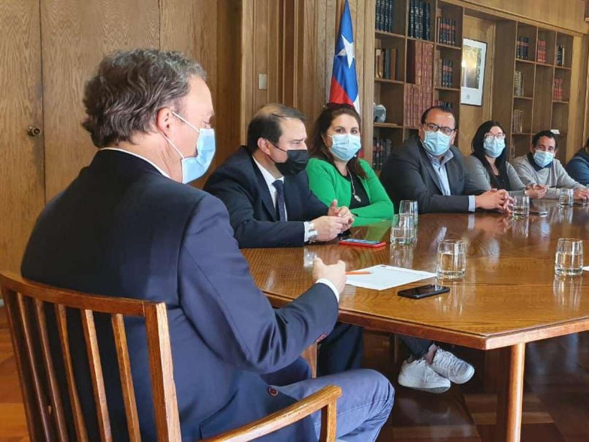 En reunión con ministro de Vivienda y Urbanismo Solicitan acelerar entrega de subsidios para Comité Nuevo Amanecer de Chillán Viejo